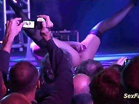 Blonde loves doing live shows