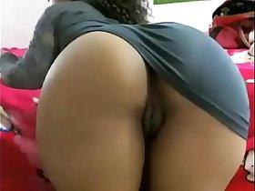 Ebony slut showing huge ass live