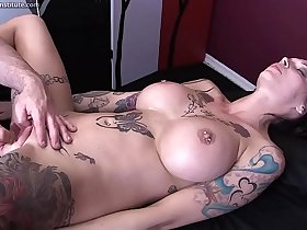 Anna Bell Peaks Gets Erotic Massage and Happy Ending